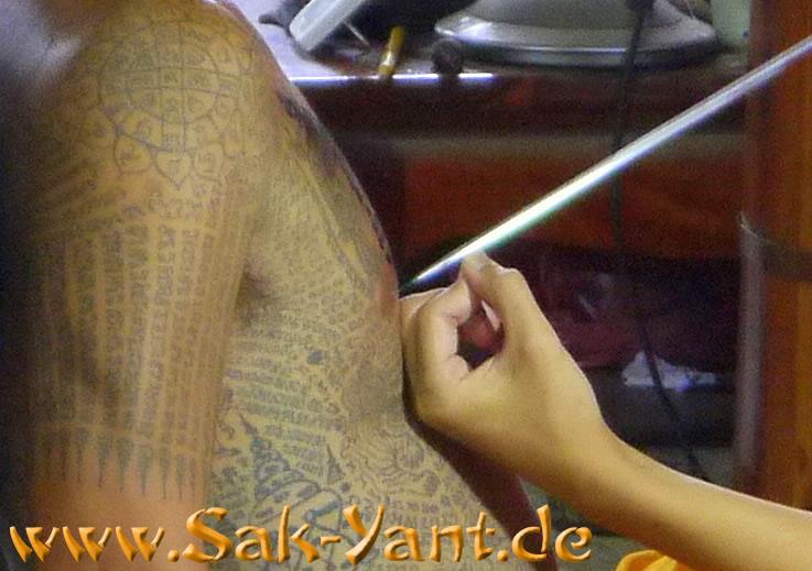 Sak Yant Tatowier Methoden Die Verschiedenen Moglichkeiten Ein